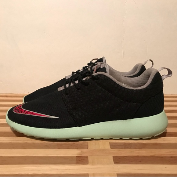 55aae634aa57 Nike Roshe Run FB (Yeezy) sz 11. M 5a48656e9a94552a5518de6c